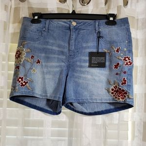 New Baccini floral embroidered mom shorts size 12